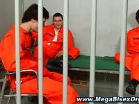 Bisexual cell mates suck off guard