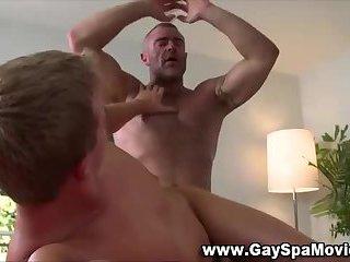 Muscly masseur gets cumshot