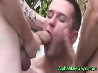 Gay studs have a bj threeway outdoors
